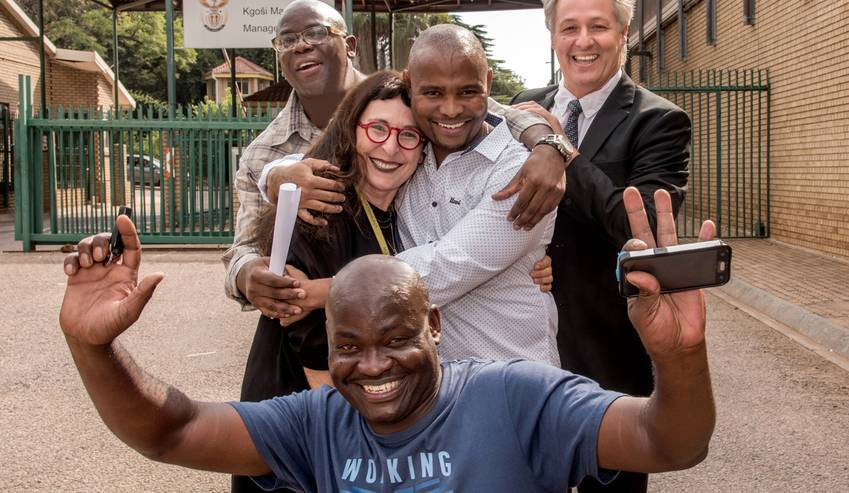 Front: Previously wrongfully convicted Thembekile Molaudzi in blue t-shirt  Middle: Wits Justice Project's Carolyn Raphaely and wrongfully convicted just released Sampie Khanye.  Back: Wrongfully convicted just released Victor Moyo and lawyer Egon Oswald. (Photo:Roz Berzen)